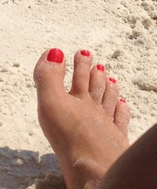 Guess These Toes and win a Rose